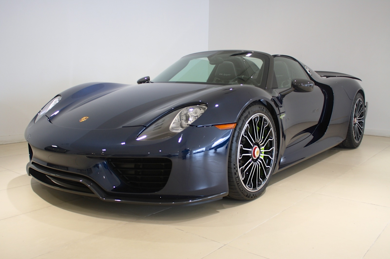gorgeous porsche 918 spyder weissach for sale in new york. Black Bedroom Furniture Sets. Home Design Ideas