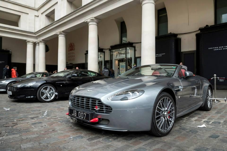 james bond aston martin cars displayed on london streets gtspirit. Black Bedroom Furniture Sets. Home Design Ideas
