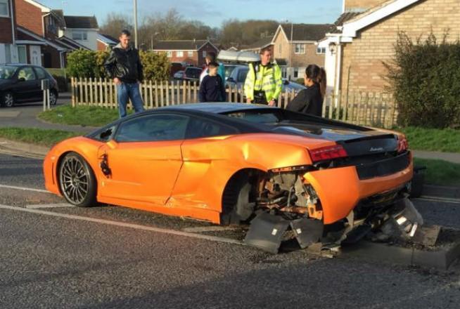 Lamborghini Gallardo Lp550 2 Bicolore Crashed In The Uk Gtspirit