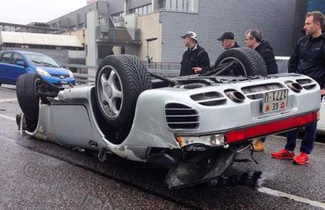 porsche-959-flips-over-in-severe-geneva-crash-93559_1