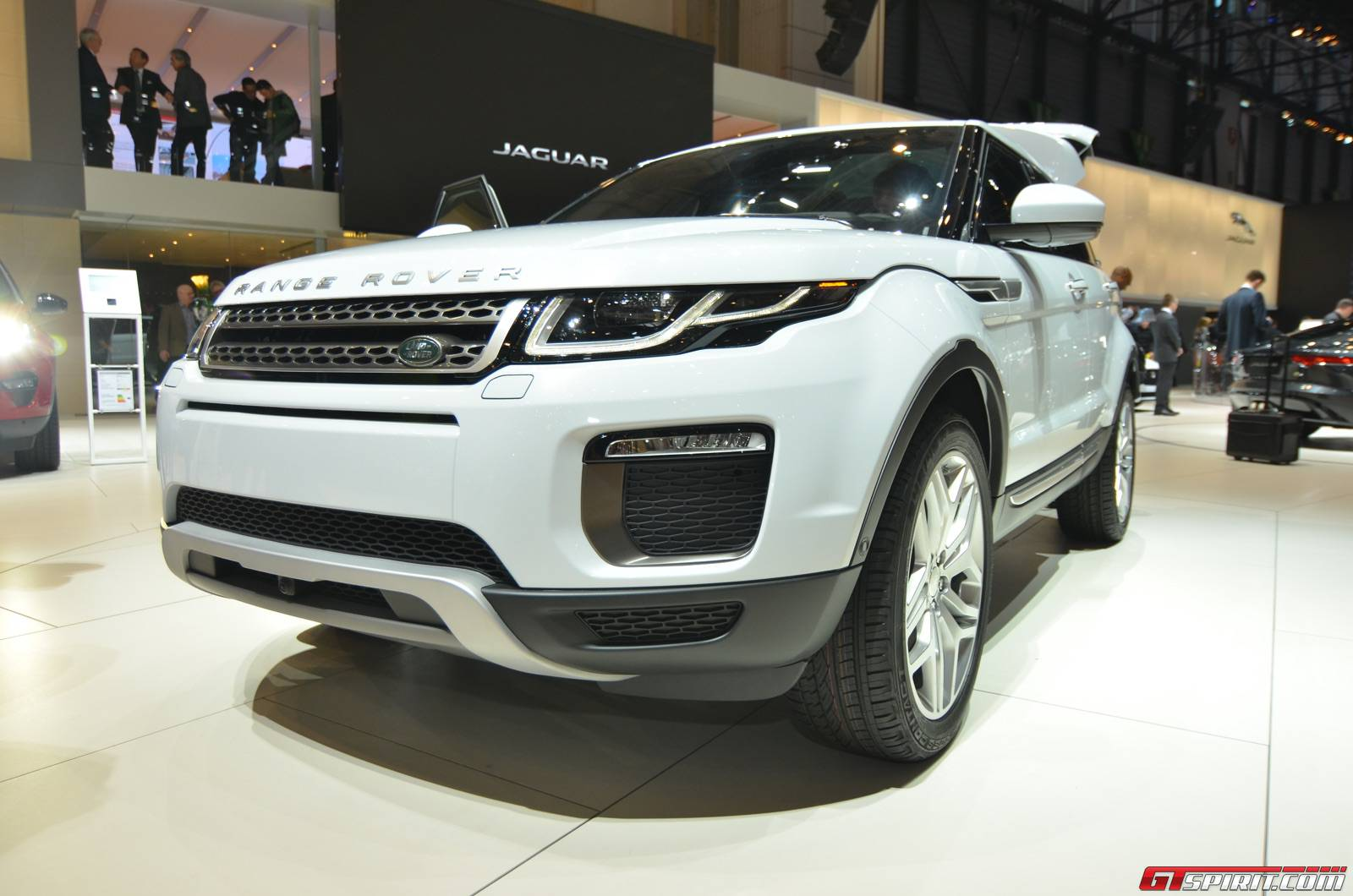 geneva 2015 range rover evoque facelift gtspirit. Black Bedroom Furniture Sets. Home Design Ideas