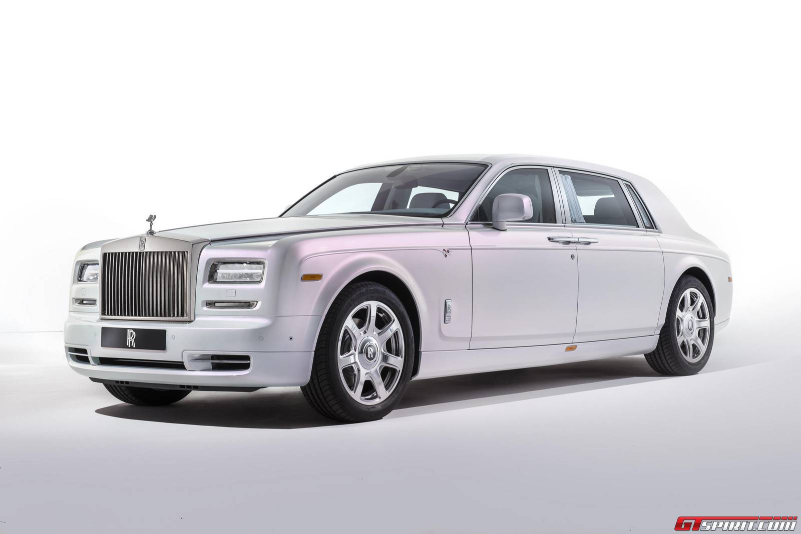 official rolls royce phantom serenity gtspirit. Black Bedroom Furniture Sets. Home Design Ideas
