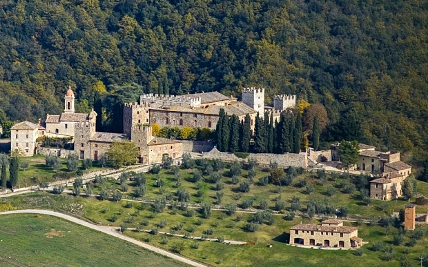 You Could Have the World's Largest Castle for Only £20 Million!