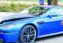 Aston Martin V8 Vantage Crash in Delhi