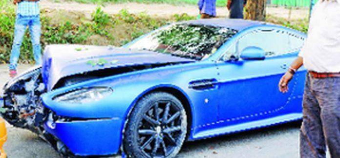 Aston Martin V8 Vantage Crash in Delhi