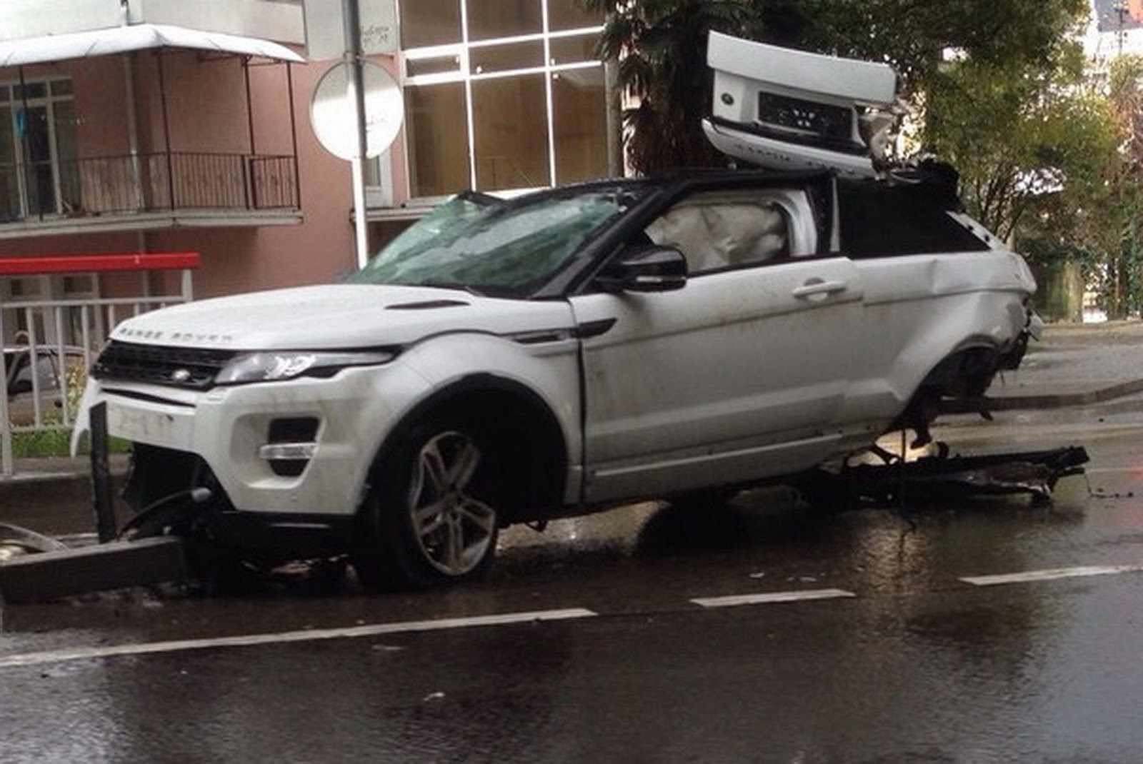 Range Rover Evoque Flies And Crashes Off Russian Overpass