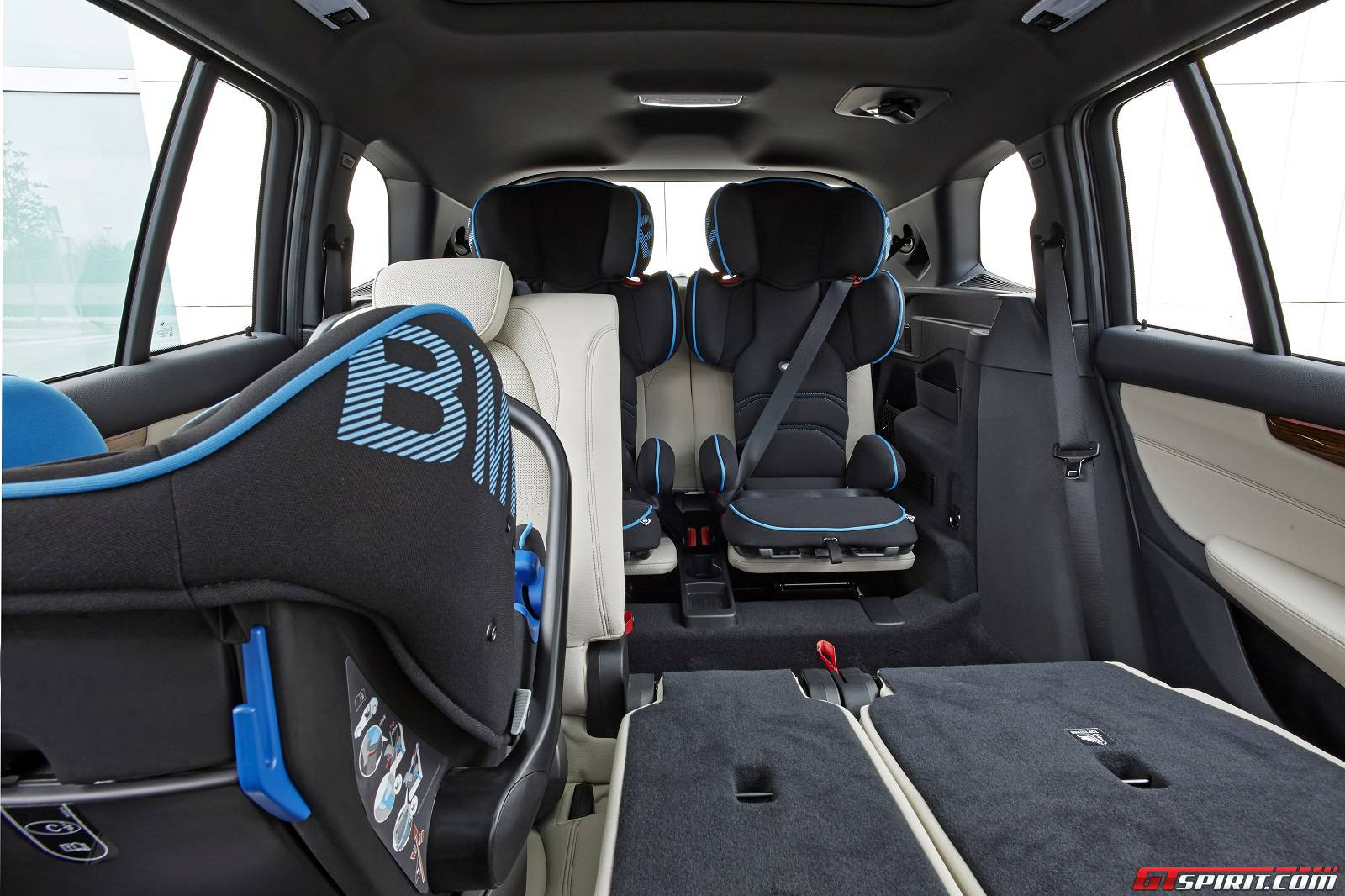 lastcarnews first drive bmw 2 series gran tourer. Black Bedroom Furniture Sets. Home Design Ideas