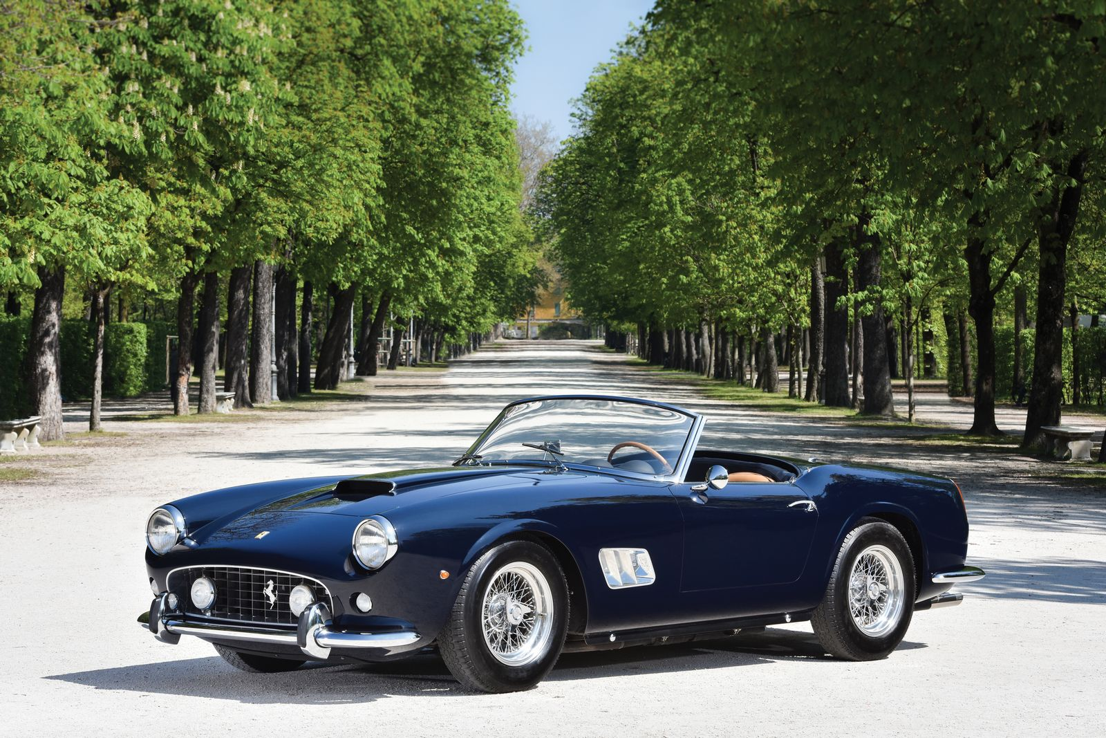 1961 ferrari 250 gt swb california spider to be auctioned by rm sotheby 39 s gtspirit. Black Bedroom Furniture Sets. Home Design Ideas