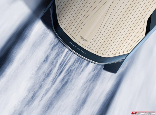 Quintessence AM37 powerboat for Aston Martin reardeck