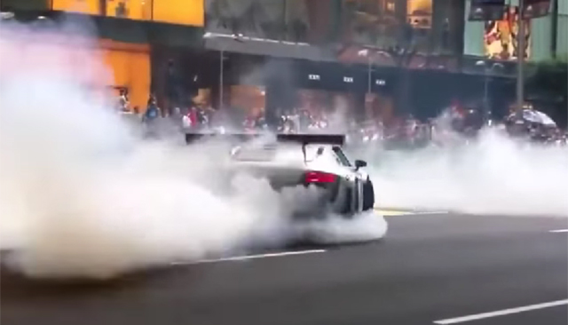 Audi R8 GT3 does donuts in Singapore