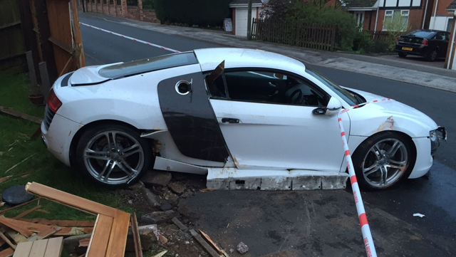 Audi R8 crashes in the UK