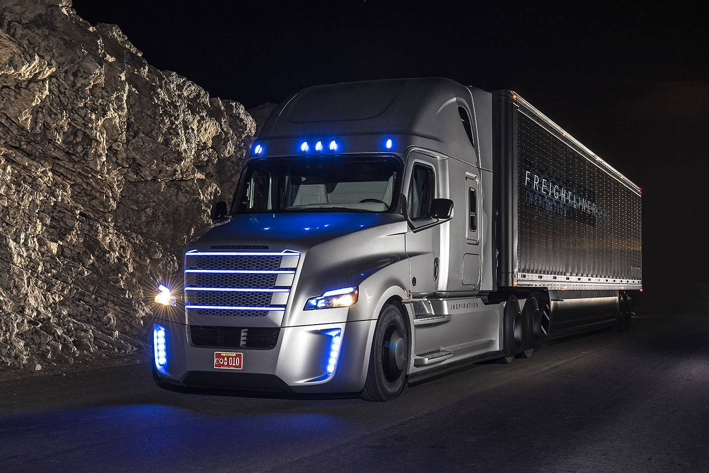 Freightliner Trucks For Sale >> Freightliner Unveils First Self-Driving Truck in the US