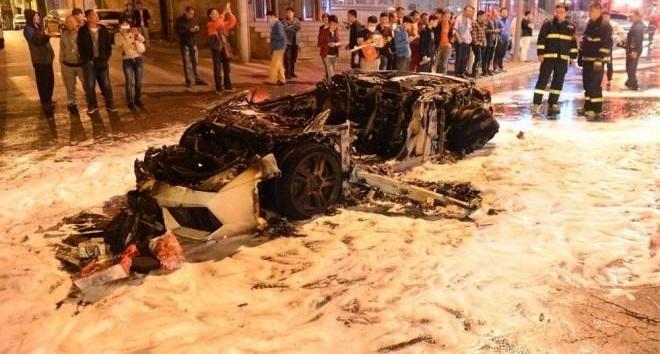 Lamborghini Gallardo Destroyed by Fire in Shanghai