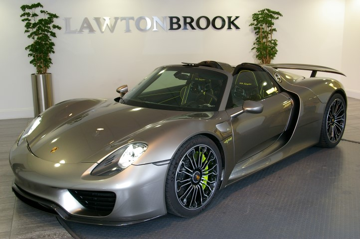 silver porsche 918 spyder for sale in the uk gtspirit. Black Bedroom Furniture Sets. Home Design Ideas