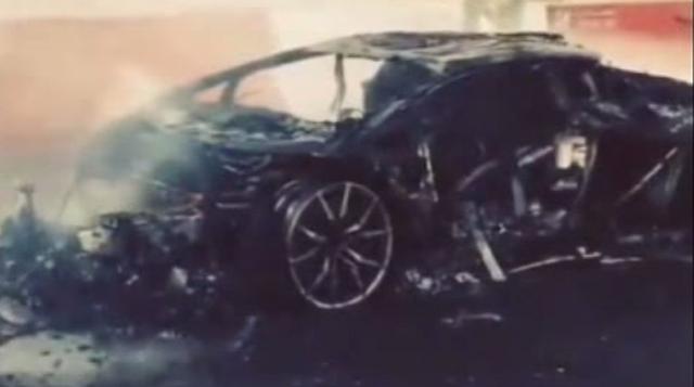 Lamborghini Aventador burns in Dubai