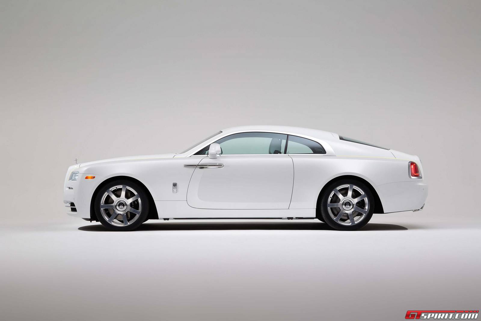 Official: 2016 Rolls-Royce Wraith Inspired By Fashion