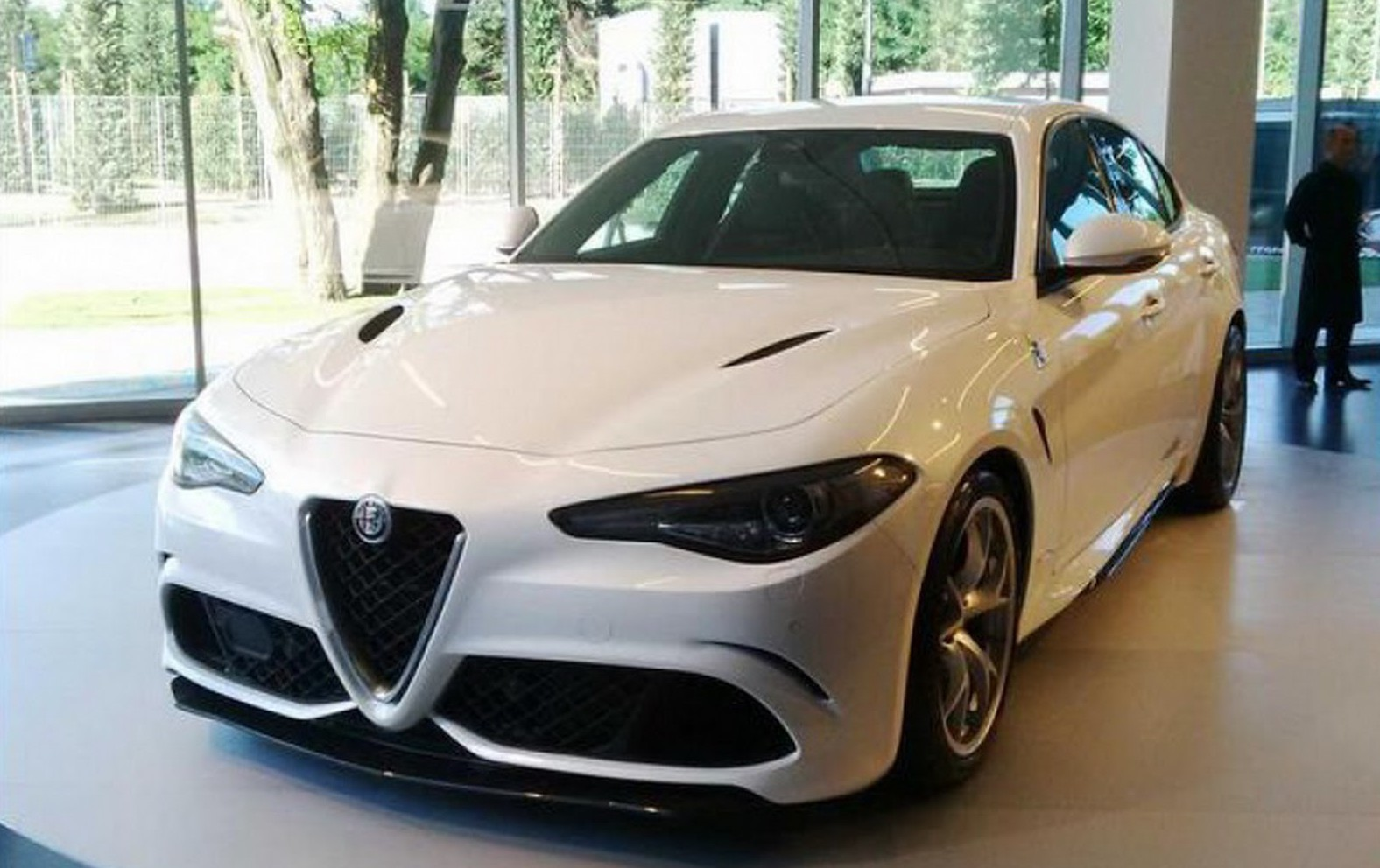 alfa romeo giulia qv poses in white gtspirit. Black Bedroom Furniture Sets. Home Design Ideas