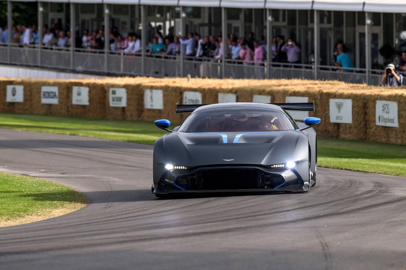 Goodwood 2015 Black Aston Martin Vulcan Gtspirit
