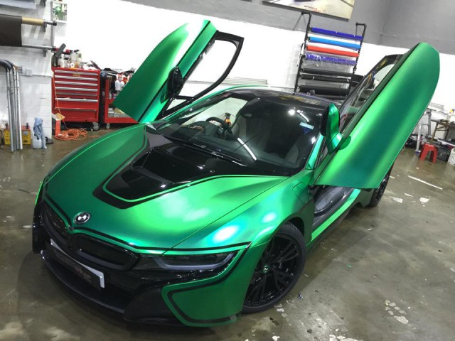 Matte Green Chrome BMW i8