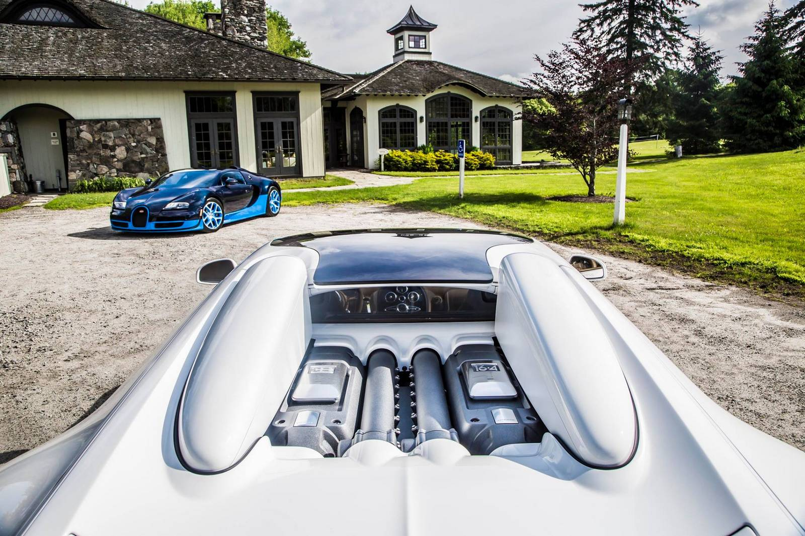 bugatti veyron vitesse duo stuns in lakeville connecticut gtspirit. Black Bedroom Furniture Sets. Home Design Ideas