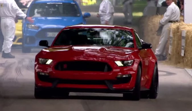 video ben collins drives the mustang gt350r at goodwood. Black Bedroom Furniture Sets. Home Design Ideas