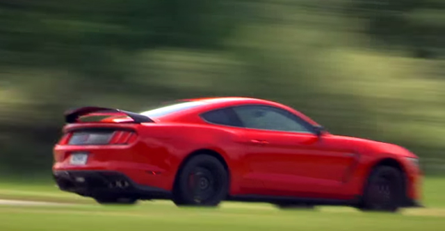 Ford Shelby Mustang GT350R driving footage