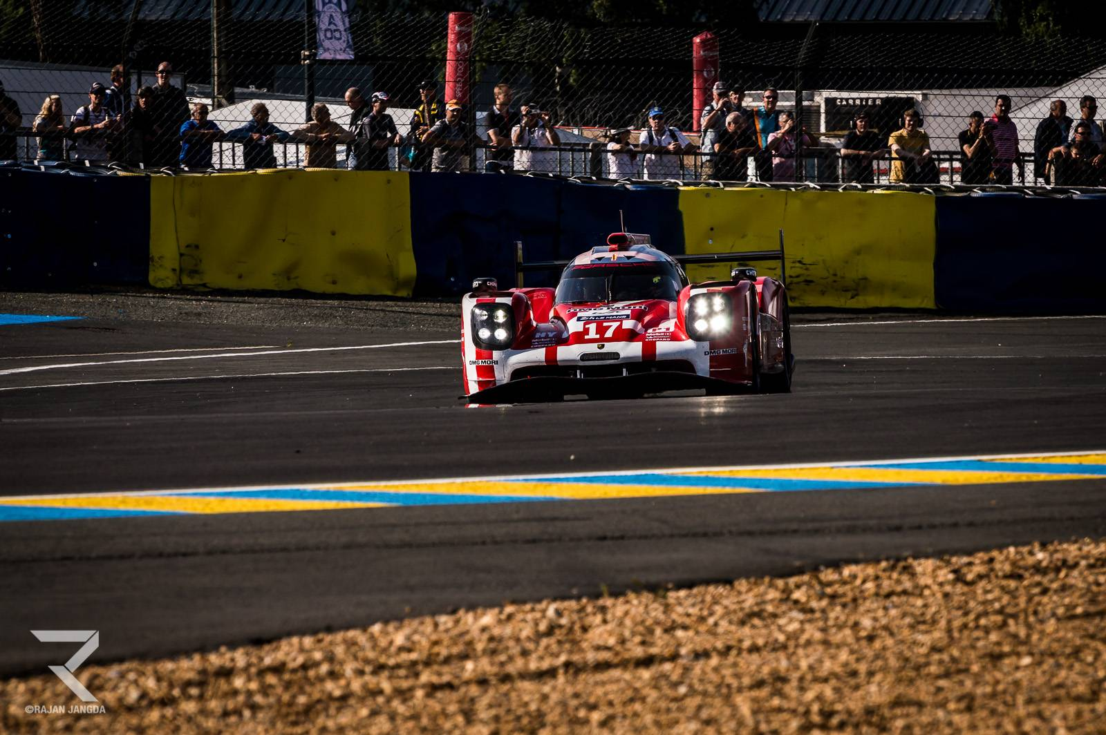 24 hours of le mans porsche in the lead after three hours gtspirit. Black Bedroom Furniture Sets. Home Design Ideas