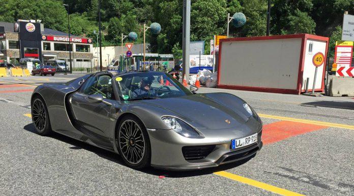 Grey Porsche 918 Spyders
