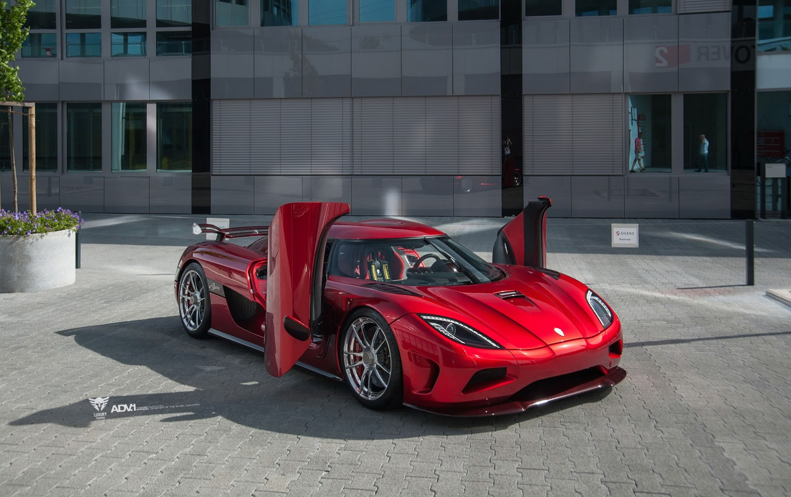 Red Koenigsegg Agera R Stuns With ADV.1 Wheels