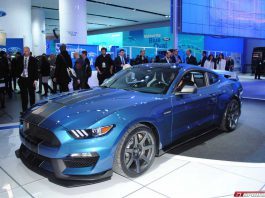 Ford Mustang Shelby GT350R on track