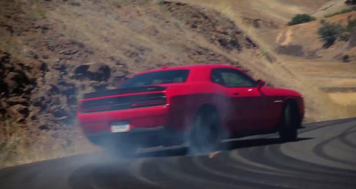 Dodge Challenger SRT Hellcat goes drifting