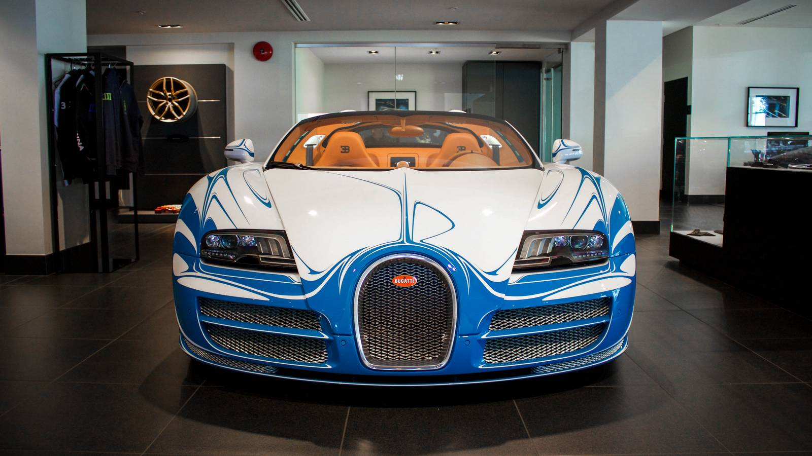 rare bugatti veyron vitesse l 39 or blanc emerges in vancouver gtspirit. Black Bedroom Furniture Sets. Home Design Ideas
