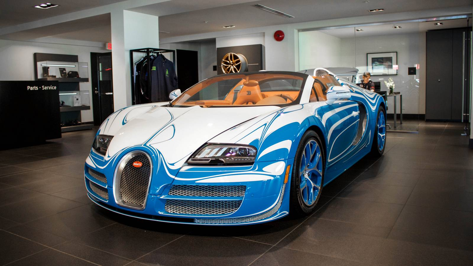 rare bugatti veyron vitesse l 39 or blanc emerges in. Black Bedroom Furniture Sets. Home Design Ideas