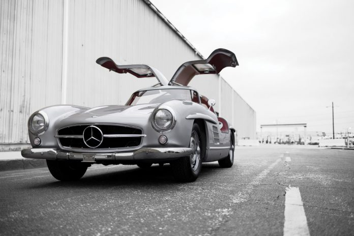 Mercedes-Benz 300SL Alloy Gullwing auction front