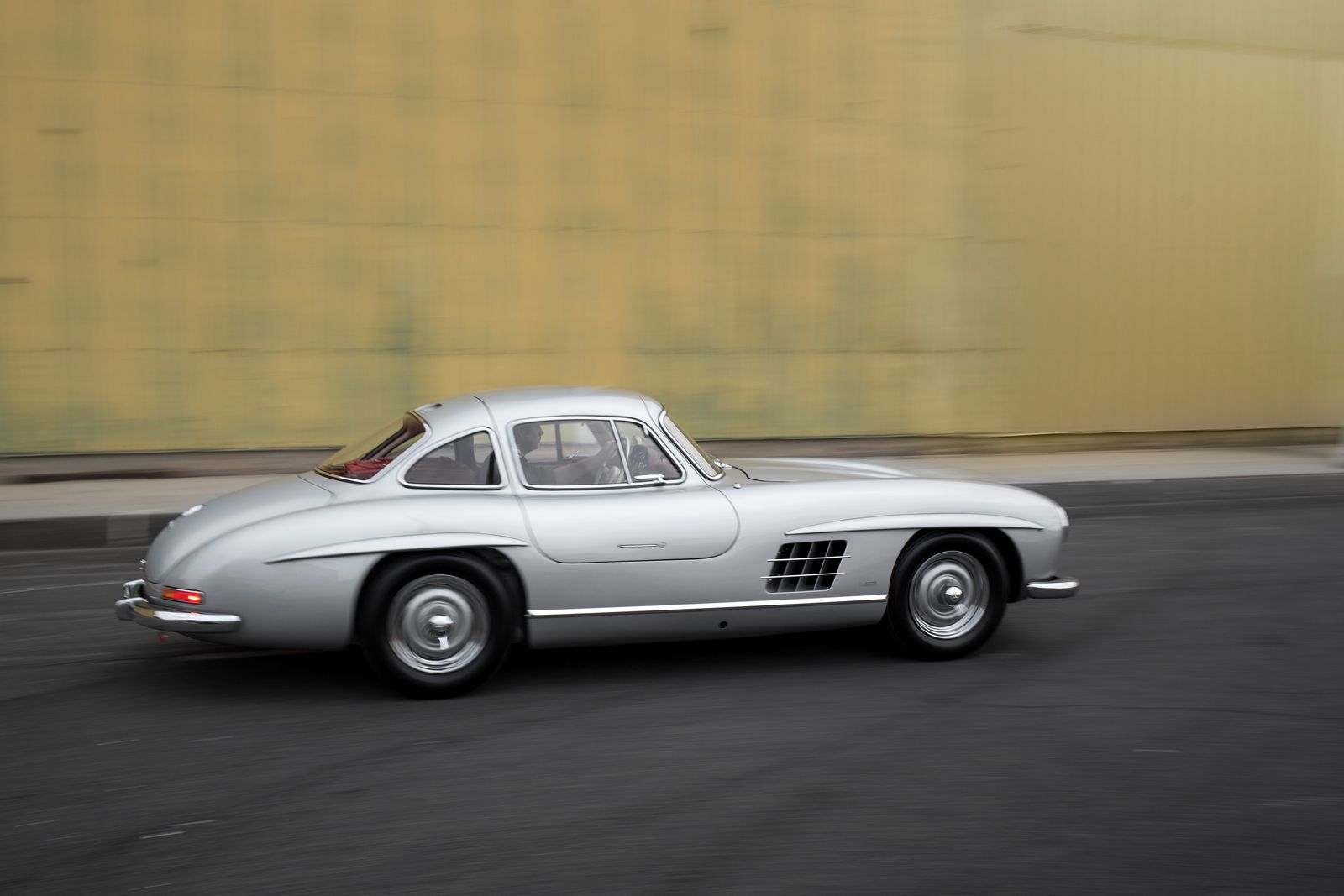 Mercedes benz 300sl alloy gullwing could sell for 6 5 for Mercedes benz gullwing
