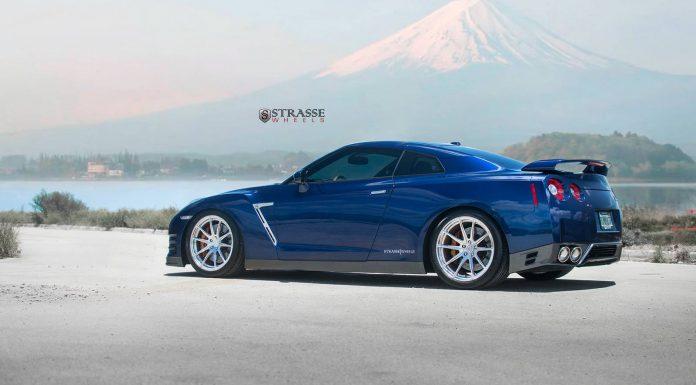 Deep Blue Pearl Nissan GT-R