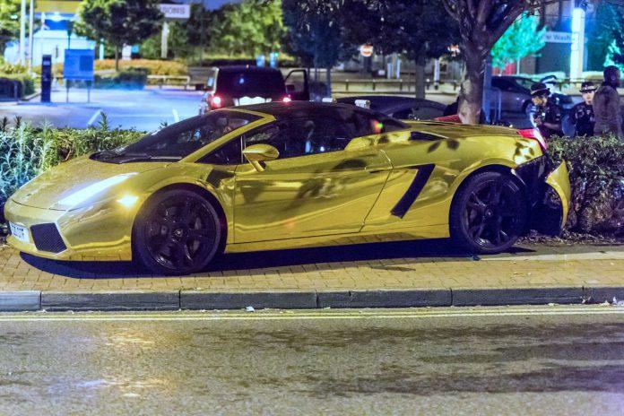 Lamborghini Gallardo crashes in Essex