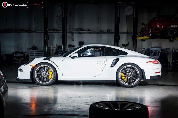 Porsche 911 GT3 RS white