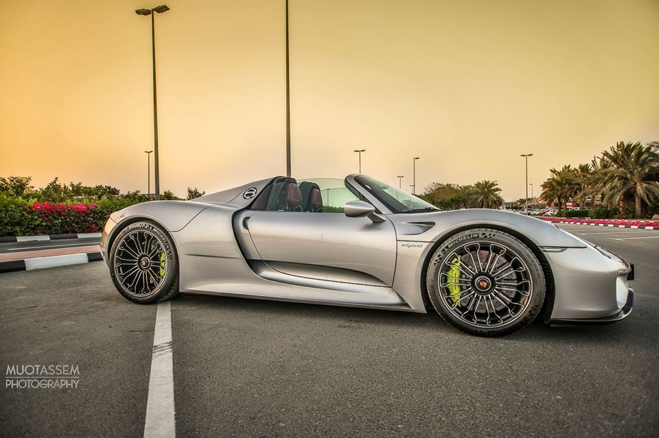 gorgeous high mileage porsche 918 spyder for sale in dubai. Black Bedroom Furniture Sets. Home Design Ideas