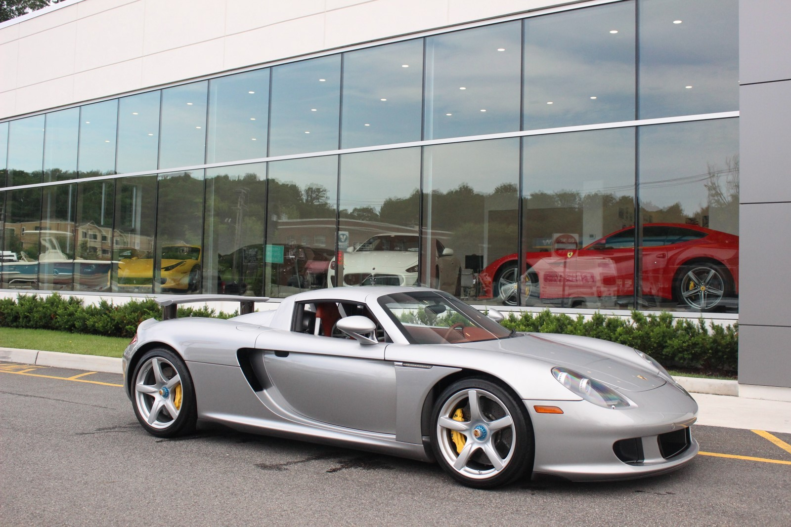 stunning silver porsche carrera gt for sale gtspirit. Black Bedroom Furniture Sets. Home Design Ideas