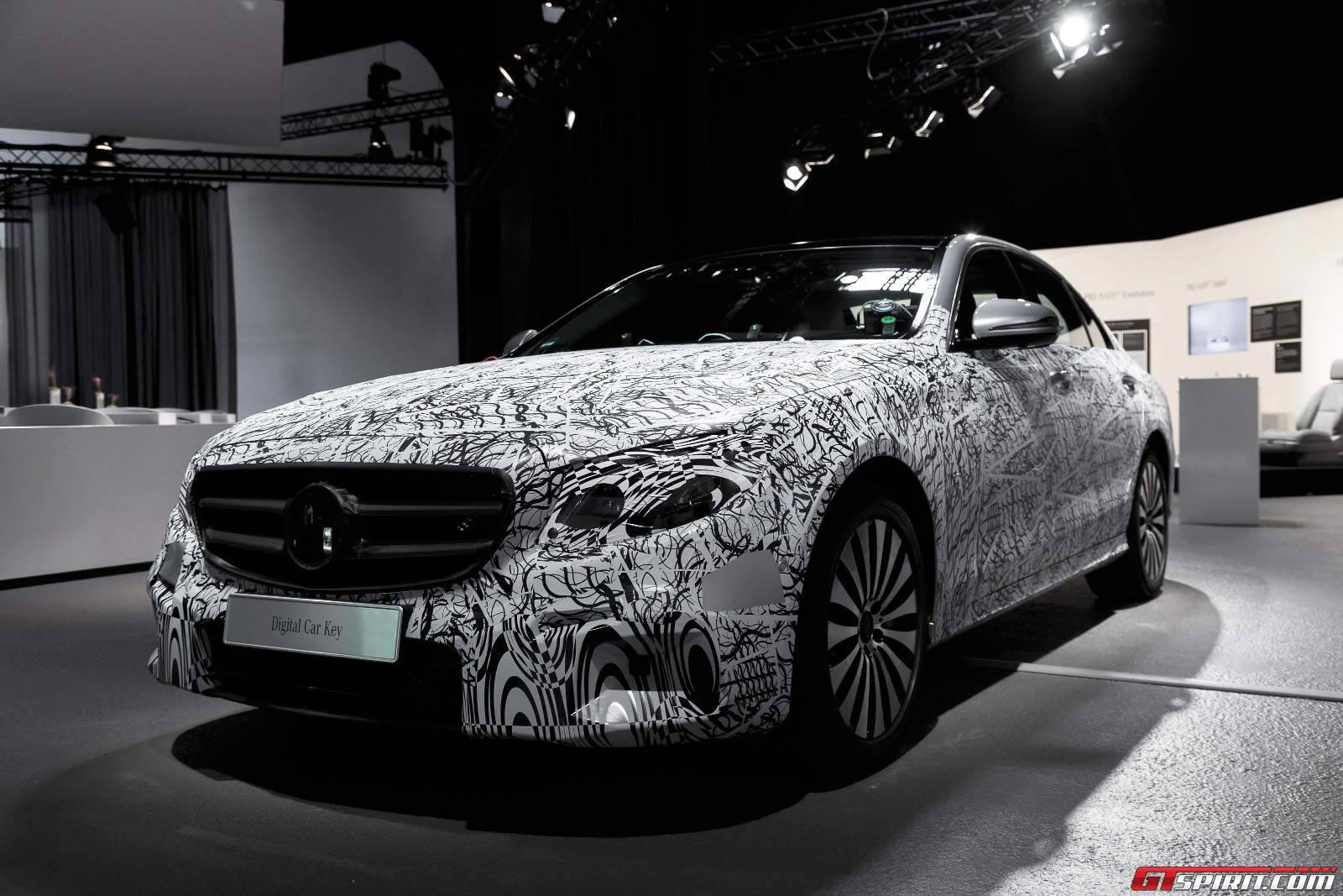 Video mercedes benz shows off new e class technology for Mercedes benz latest technology
