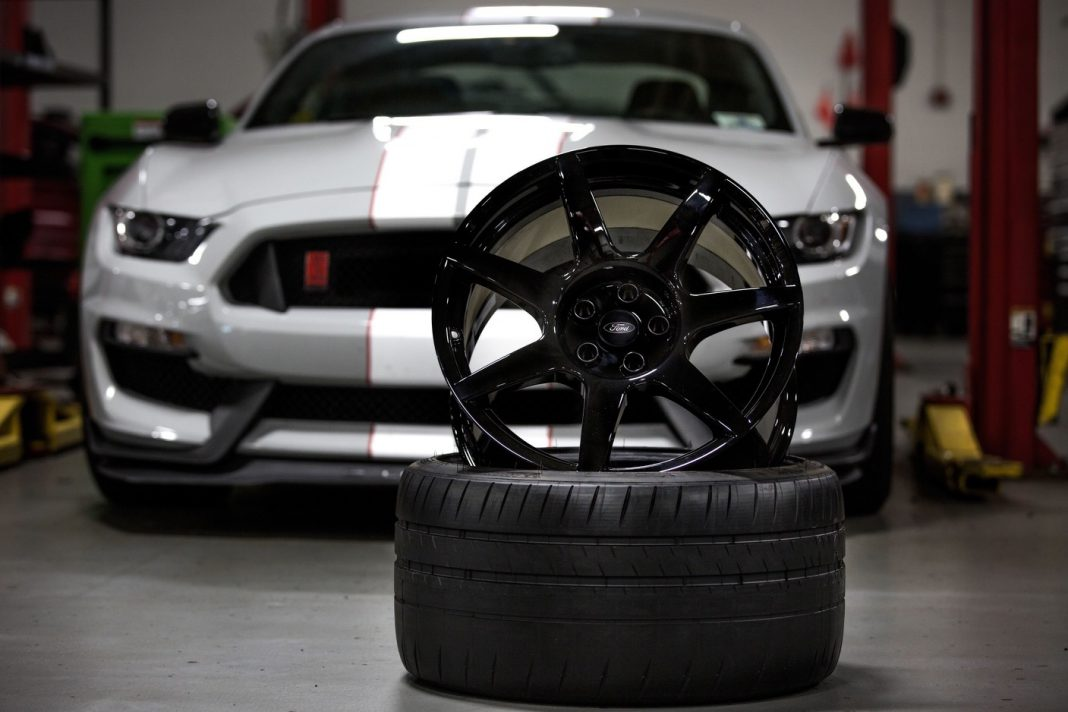 Ford Mustang Shelby GT350R carbon fibre wheels