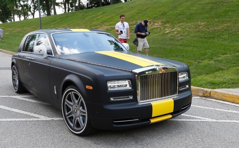 Antonio Brown Shows Off His Steelers Themed Rolls Royce