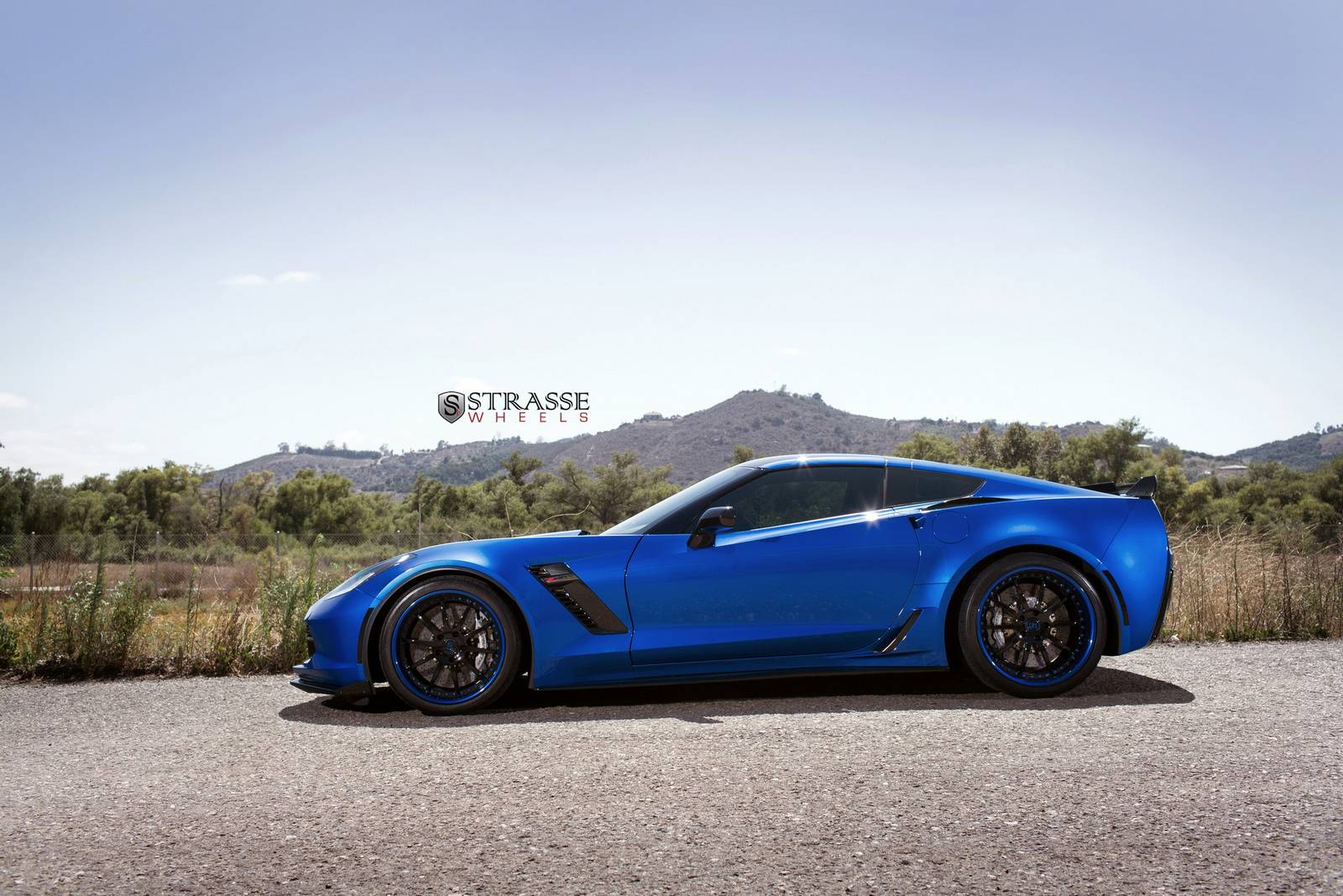 C7 Z06 Wheels On C5 >> Laguna Blue Corvette C7 Z06 With Strasse Wheels - GTspirit