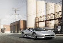 Jaguar XJ220 auction front