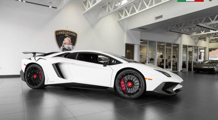 Lamborghini Aventador SV  side view