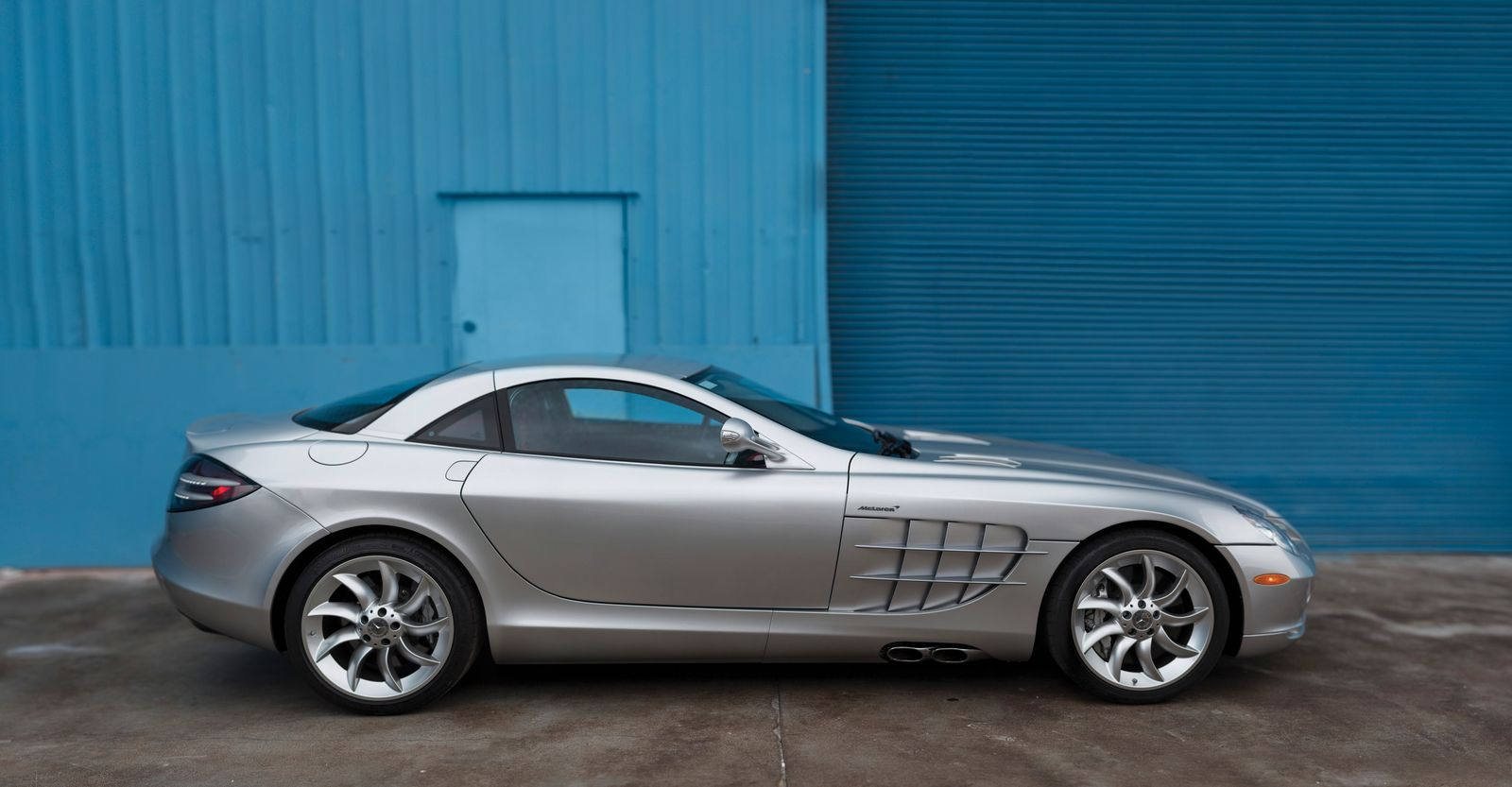 rm auctions selling silver mercedes benz slr mclaren gtspirit. Black Bedroom Furniture Sets. Home Design Ideas