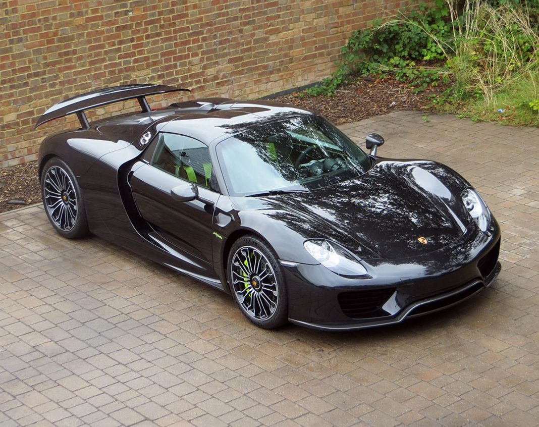 spectacular 2015 porsche 918 spyder for sale in the uk gtspirit. Black Bedroom Furniture Sets. Home Design Ideas