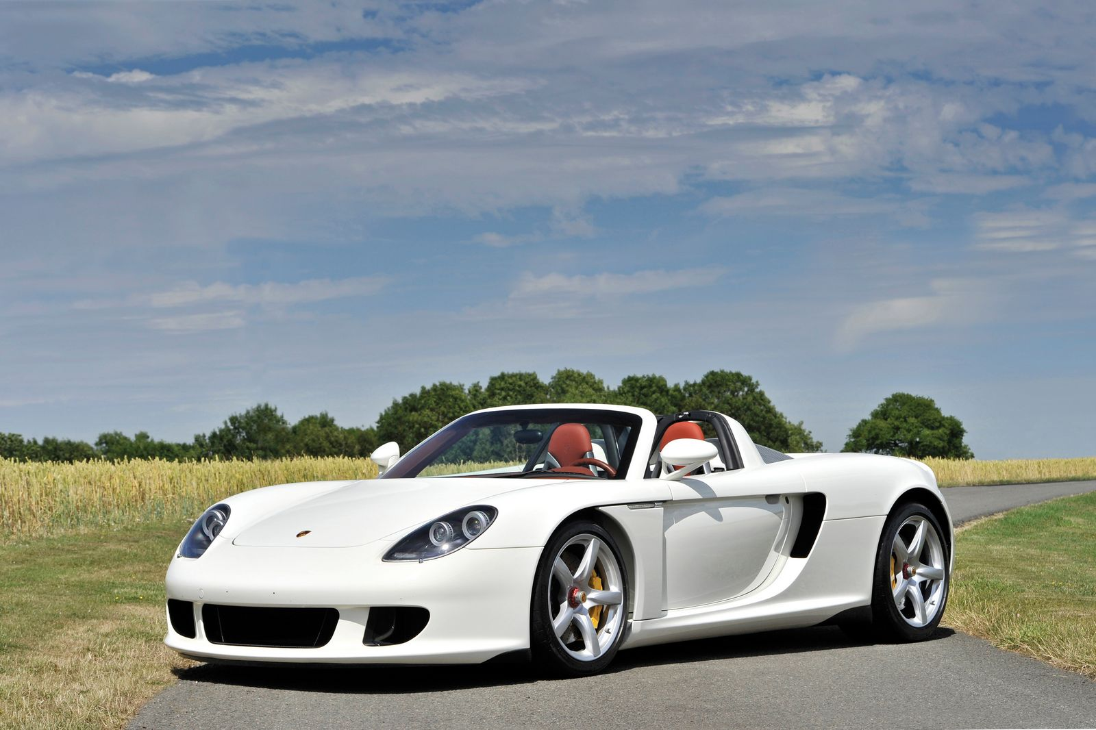 whimiscally white porsche carrera gt heading to auction gtspirit. Black Bedroom Furniture Sets. Home Design Ideas