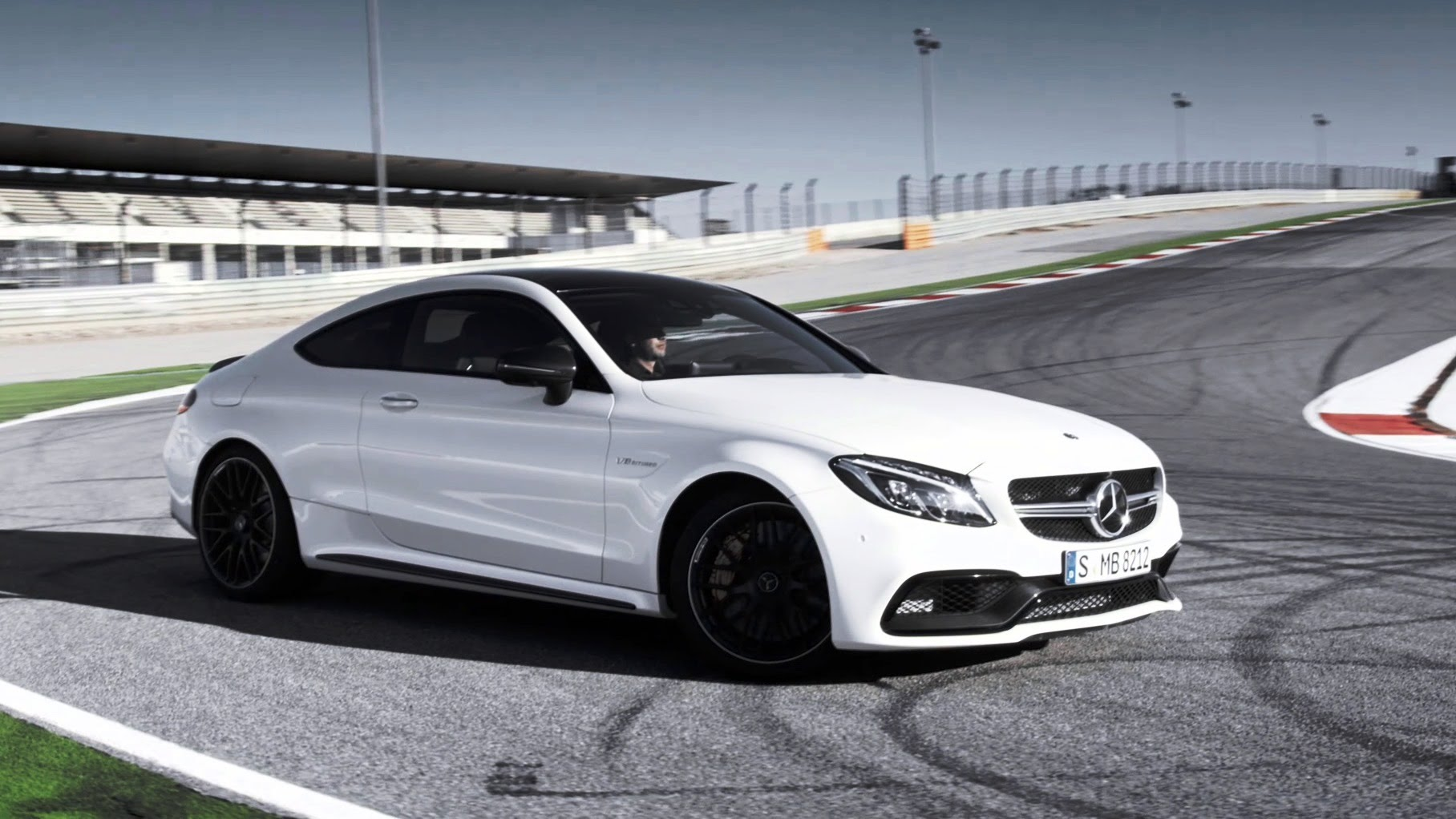 Video 2016 mercedes amg c63 coupe in action gtspirit for Mercedes benz c63 amg coupe 2016